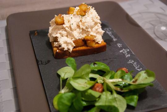 Espuma de foie gras, ananas caramélisé et pain d'épices